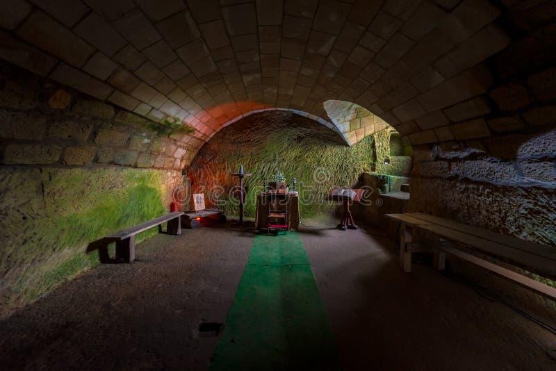 Die Klosterzelle in den Ruinen von Burg Oybin, die 1369 als Celestines Kloster im Zittau-Gebirge an der Grenze zu Ge gegründet wu stockbilder