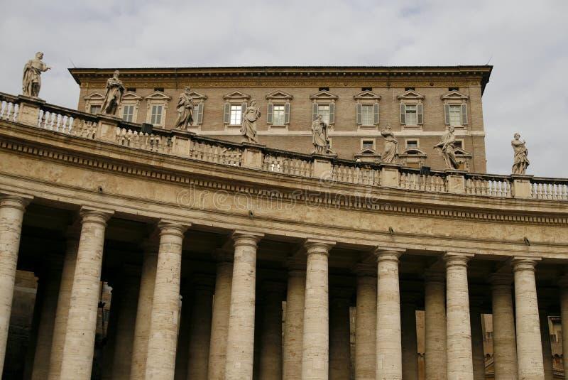 Die Kolonnade Basilika der Str.-Peters in Vatican stockfotos