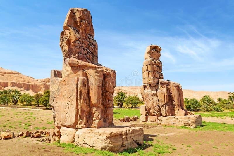 Die Kolosse von Memnon in Luxor lizenzfreie stockbilder