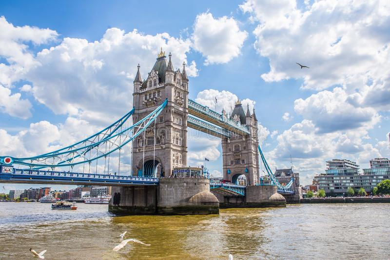 Die Kontrollturmbrücke in London lizenzfreie stockfotografie
