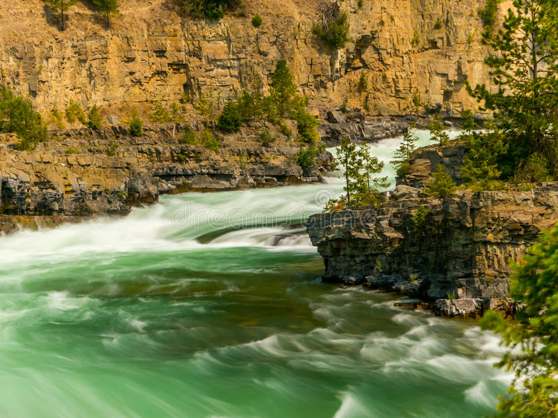 Die Kootenai-Fluss-Stromschnellen nahe Libby, Montana lizenzfreie stockfotos
