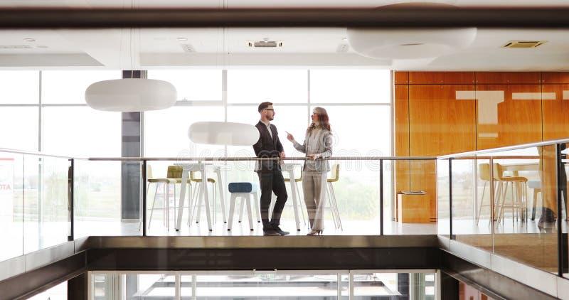 Die kreativen Geschäftsleute, die an Geschäft arbeiten, projektieren im Büro lizenzfreie stockfotografie