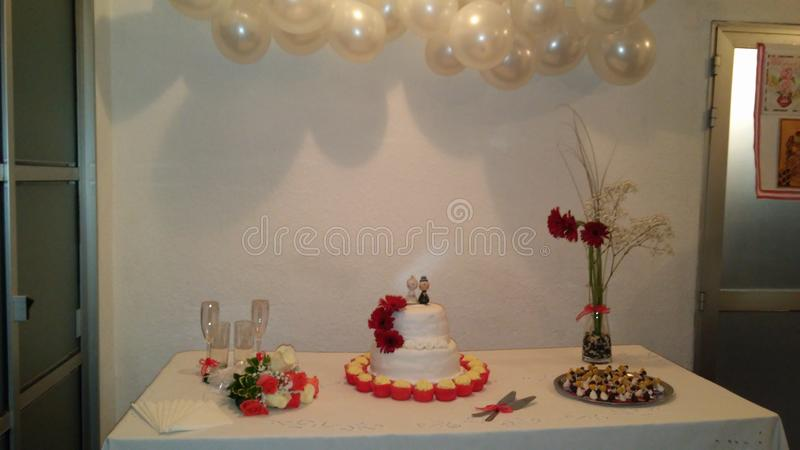Die Kuchen für die Hochzeit lizenzfreie stockfotos