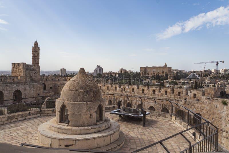 Die Kuppel mitten in dem Dach der Kirche des heiligen Grabes, lässt Licht zu Krypta und zu Haube St.s Helena s zu stockfotografie