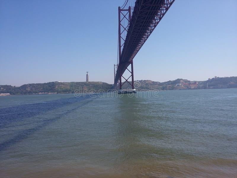 Die längste Brücke von Lisbona lizenzfreie stockfotos