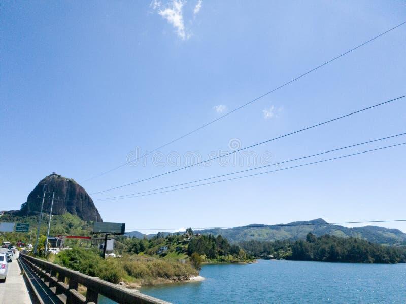 Die Lagune von guatape, antioquia, Kolumbien lizenzfreie stockfotos