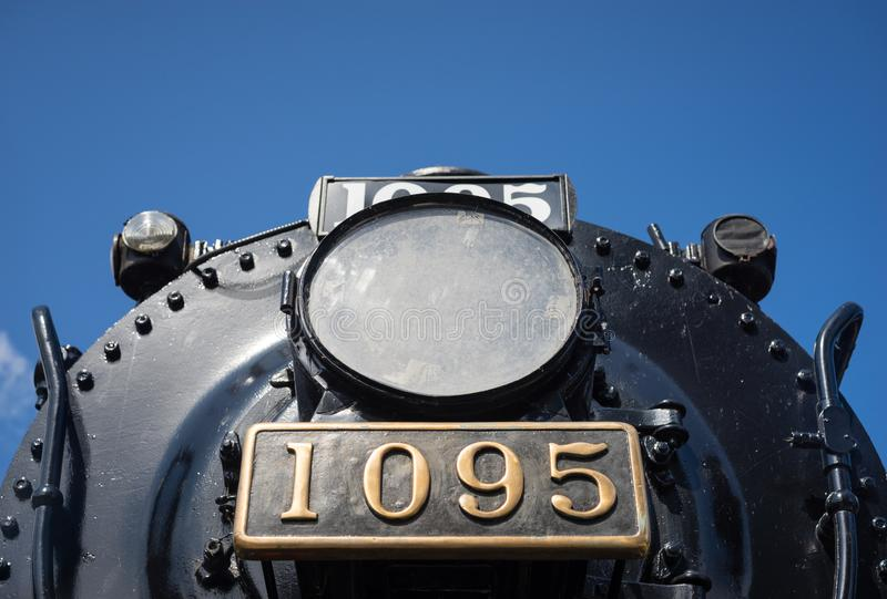 Die Lampe und das Nummernschild einer Dampflokomotive im Ruhestand lizenzfreies stockbild