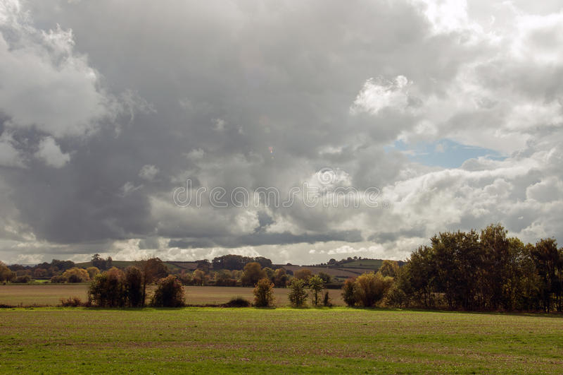 Die Landschaft der englischen Landschaft an einem bewölkten Tag lizenzfreie stockfotografie