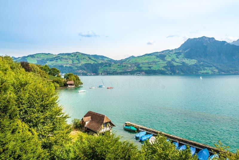 Die Landschaft um den See Thun in Spiez - der Schweiz stockfotografie