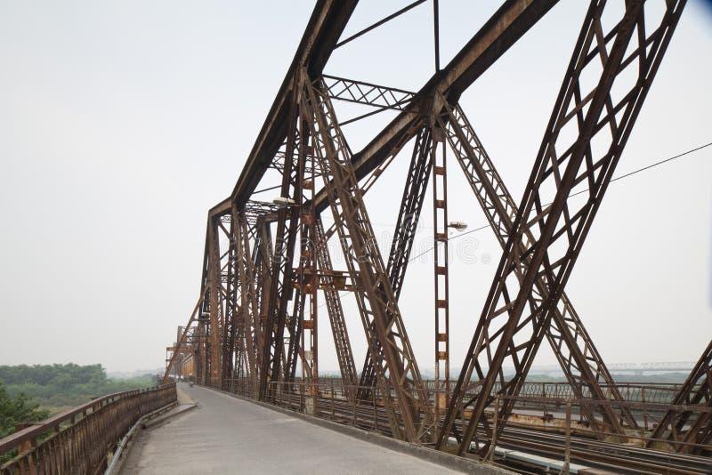 Die lange Eisenbahnbrücke Bien stockbild