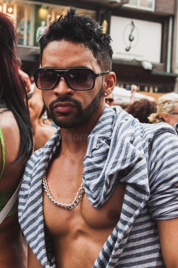 Die Leute, die an Mailand teilnehmen, Pride 2014, Italien stockfotos