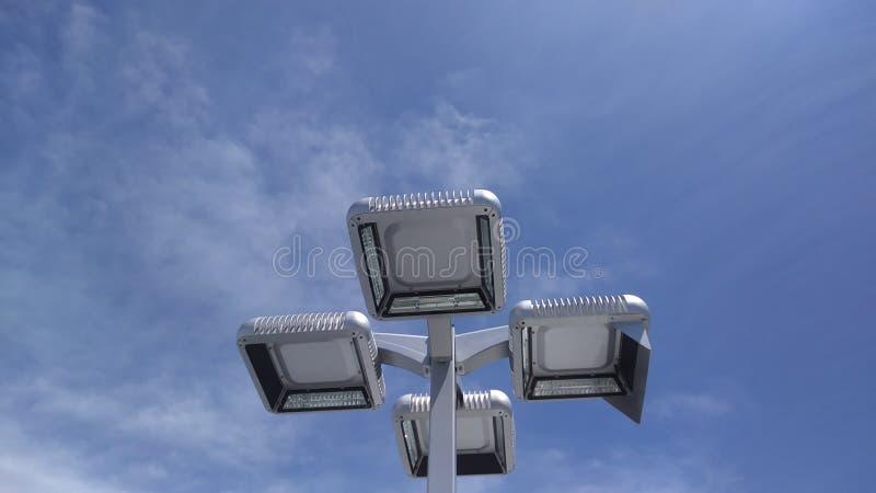 Die Lichter mit Himmel zwei lizenzfreies stockfoto