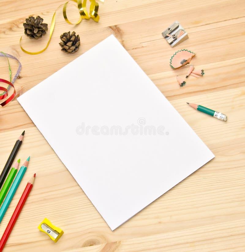 Die Listenschablone und -raum für Textknospen und den folgenden und der Bleistifte selektiven Serpentinenfokus lizenzfreies stockbild
