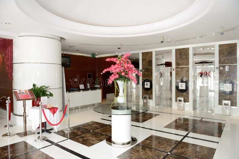 Die Lobby von Hotel Ramada Scharjah lizenzfreie stockfotografie