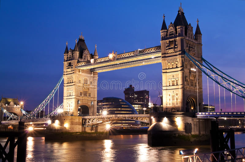 Die London-Brücke am Sonnenuntergang stockfoto