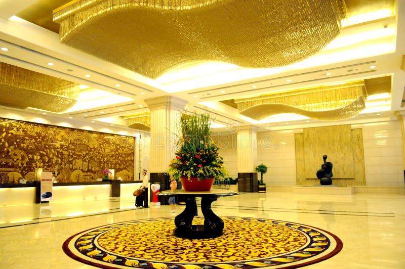 Die Luxushotelvorhalle lizenzfreies stockfoto