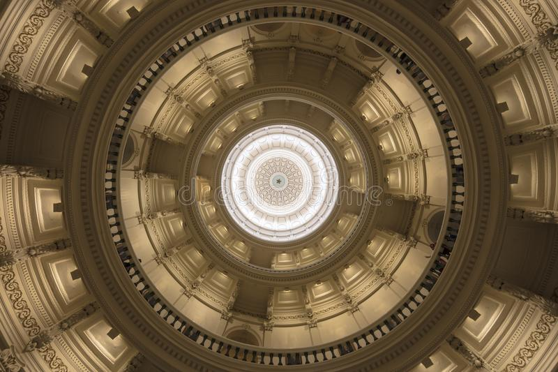 3 die MAART, 2018, het CAPITOOL van de STAAT van TEXAS, AUSTIN TEXAS - omhoog binnen de koepel van de staat van Texas kijken Best royalty-vrije stock afbeelding