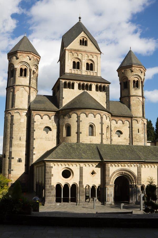 Die Maria Laach-Abtei in Deutschland lizenzfreie stockfotos