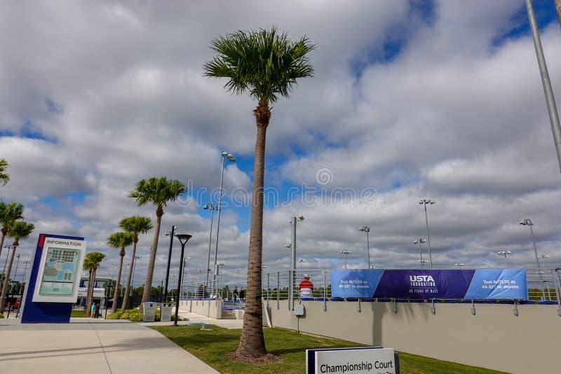 Die Meisterschaftsplätze des US Tennis Association-Gebäudes in Orlando, FL lizenzfreies stockbild
