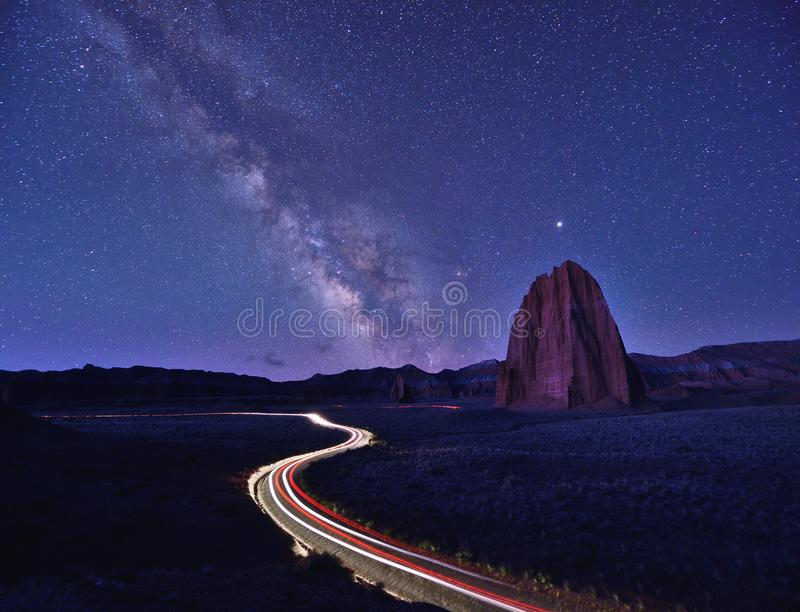 Die Milchstraße über Kathedralen-Tal stockfotos