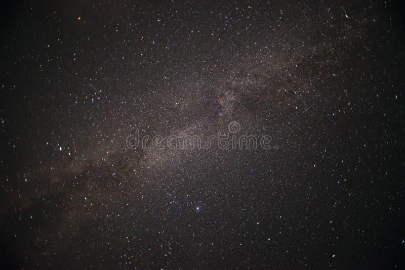 Die Milchstraße ist unsere Galaxie Diese astronomische Fotografie der langen Belichtung des Nebelflecks lizenzfreies stockfoto