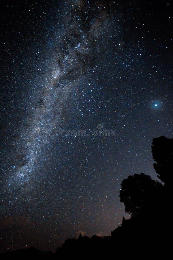 Die Milchstraße mit beschädigt rechts stockbilder