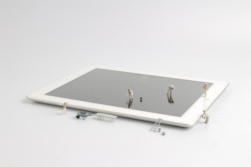 die minimale Zahl, die intelligentes Telefonglas säubert stockbilder