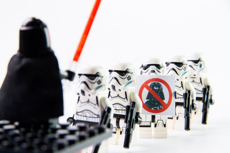 Die Minizahlen lego Star Wars-Film Stomtrooper stockfotos