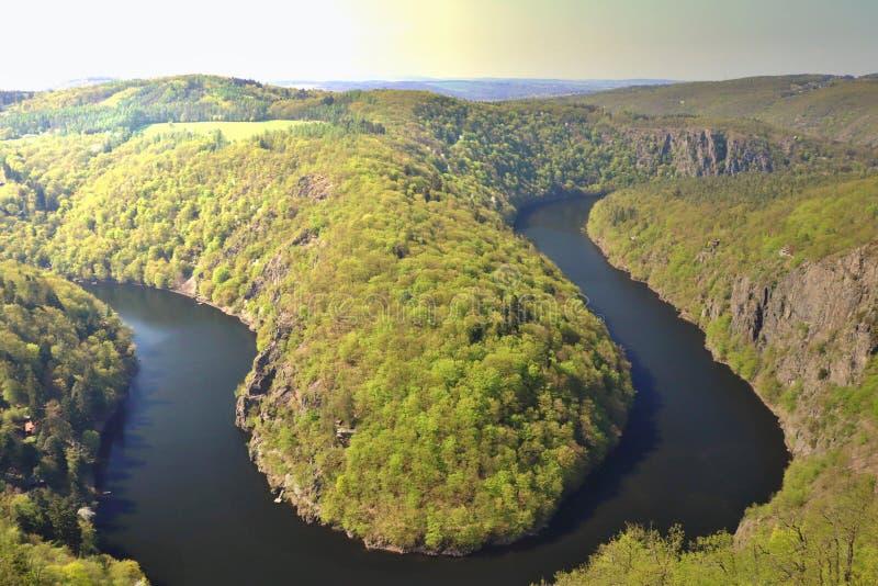 Die Moldau-Fluss, der von einer Ansicht gefangen genommen wurde, nannte MÃ-¡ J stockfotografie