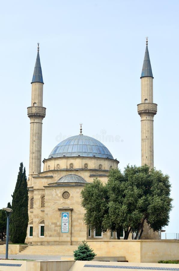 Die Moschee in Baku Martert ` Weg, Gasse von Märtyrern Shehidler Khi lizenzfreie stockfotografie