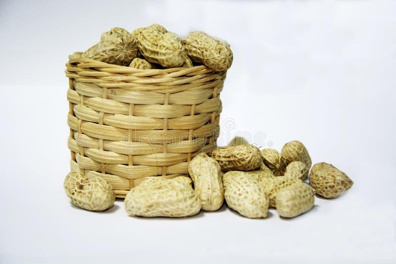 Die Nüsse sind in den Stückchen stockfoto