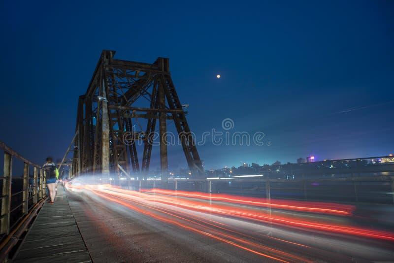 Die Nacht auf langer Bien-Brücke stockfoto