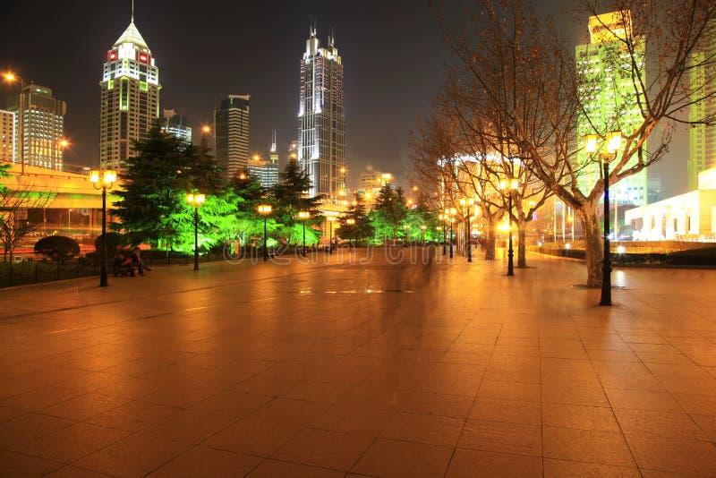 Die Nachtansicht der Stadt lizenzfreies stockbild