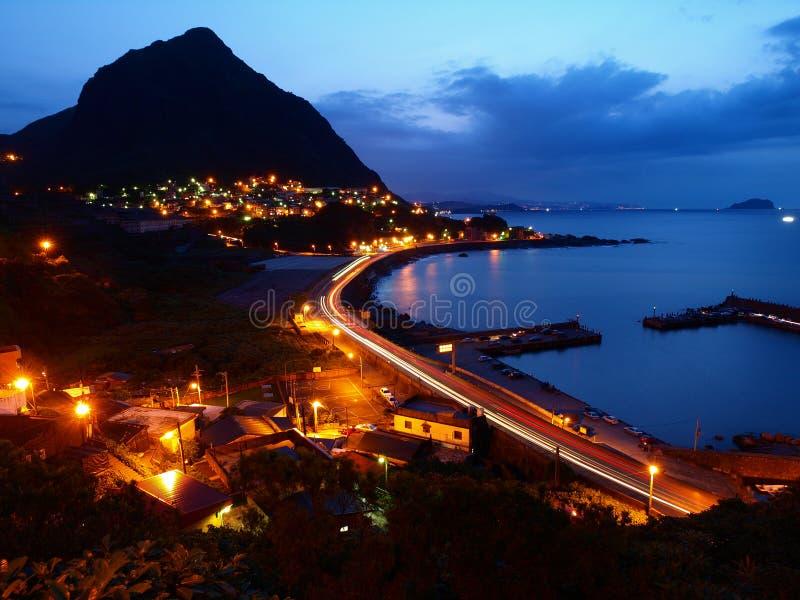 Die Nachtszenen des Keelung Berges lizenzfreie stockbilder