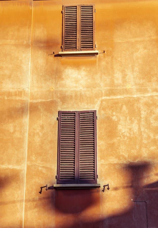 Die Nahaufnahme auf dem Detail der Architektur im Bologna, Italien stockfotografie