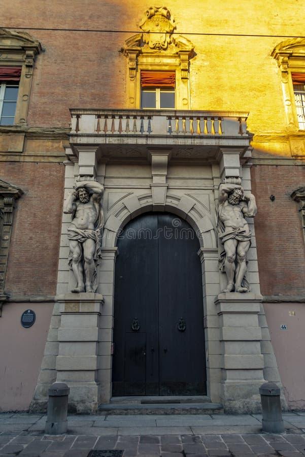 Die Nahaufnahme auf dem Detail der Architektur im Bologna, Italien lizenzfreie stockbilder