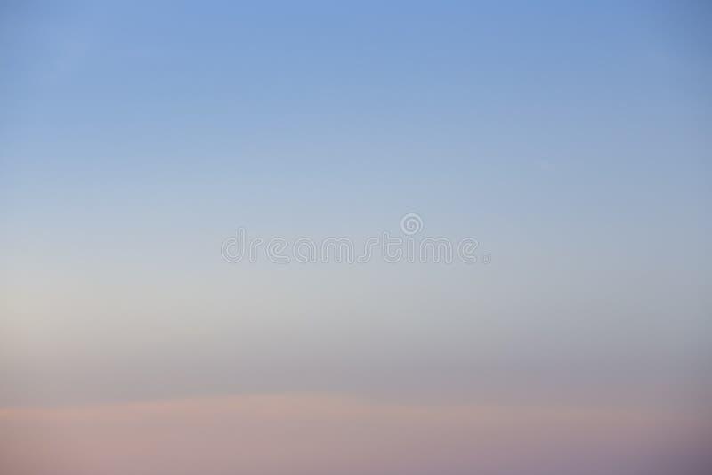 Die natürlichen Farben, die neuen Tag des Himmels für Himmel, das Licht vom Himmel vom Himmel glätten, ist ein Geheimnis, in d stockfoto