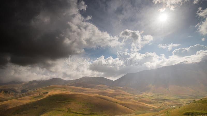 Die Naturlandschaft der Ebene von Castelluccio di Norcia Apennines, Umbrien, Italien lizenzfreie stockfotos