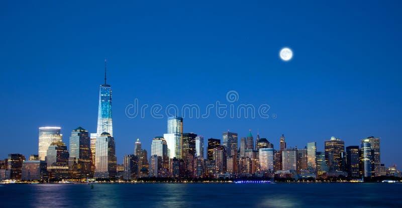 Die neuen Freedom Tower- und Lower Manhattan-Skyline lizenzfreie stockfotografie