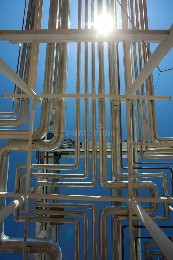 Die neueste Ausrüstung des Ölraffinierens Stahlrohrleitungen lizenzfreies stockbild