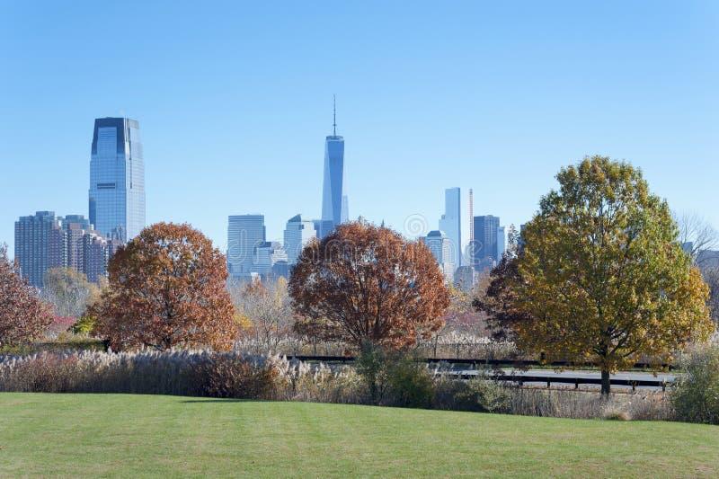 Die New- York Cityskyline von Liberty State Park lizenzfreie stockbilder