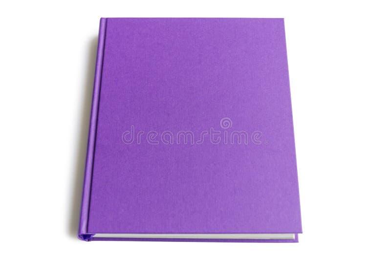 Die obere Seite des lila Hardcover-Buches auf weißem Hintergrund isoliert mit Kopierplatz für Text stockbild