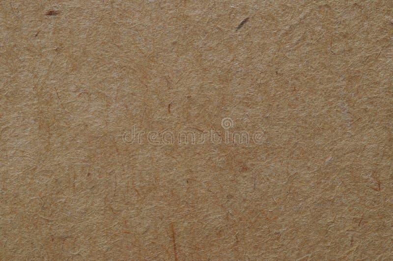 Die Oberflächenbeschaffenheit der faserartigen Pappe ist braun stockbild