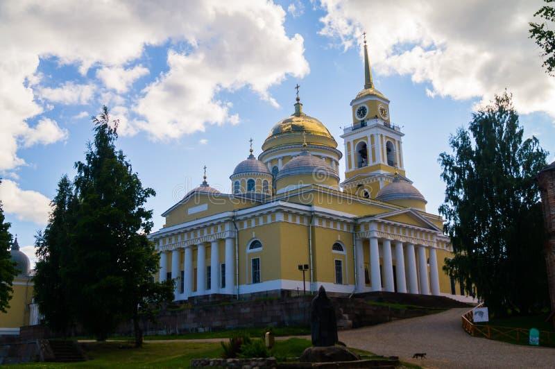 Die Offenbarungs-Kathedrale in Nilov-Kloster, gegründet vom Heiligen Nilus im Jahre 1594 auf dem See Seliger, Tver-Region Eins de lizenzfreies stockfoto