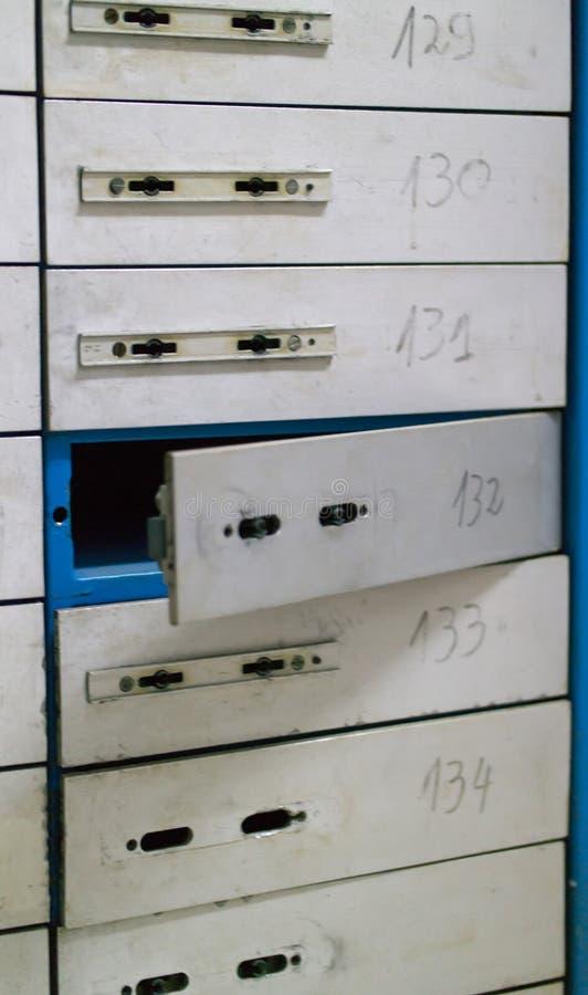 Die offene Zelle des Sicherheitsablagerungssystems stockfoto