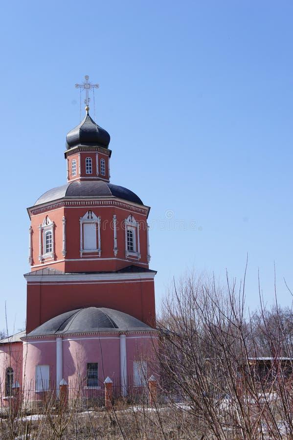 Die orthodoxe Kirche in der Vorstadtstadt von Kolomna lizenzfreie stockfotos