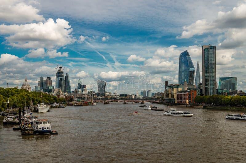 Die Ost-London-Skyline stockbild