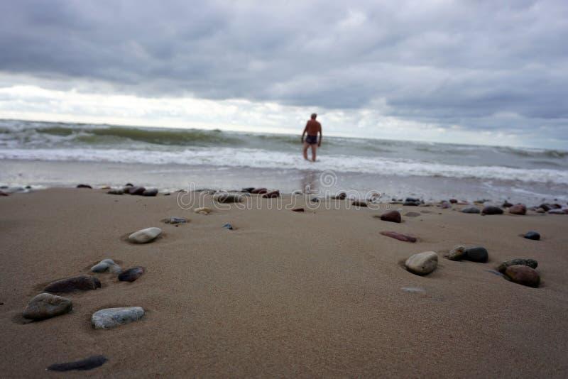Die Ostsee in einem Sturm stockfotos