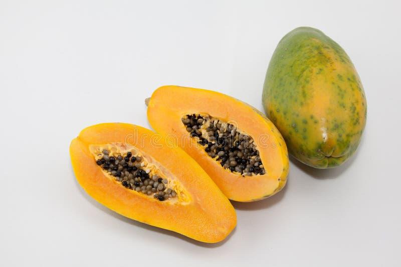 Die Papaya und die Papayasamen stockfotografie