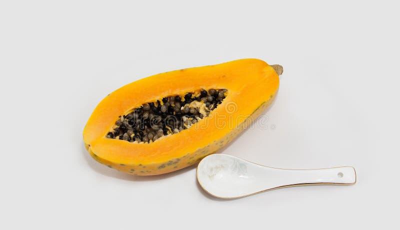 Die Papaya und die Papayasamen stockbild